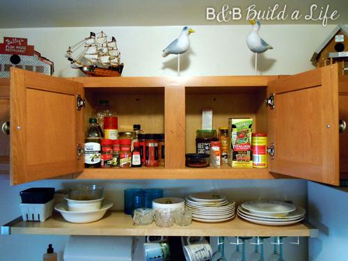 Messy Spice Cabinet @ BandBBuildALife.com