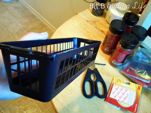 Spice Rack Storage Solution @ BandBBuildALife.com
