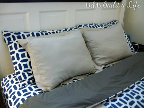 How I Met Your Mother inspired DIY Duvet @ BandBBuildALife.com