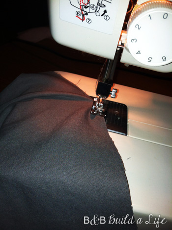 How I Met Your Mother's Duvet - sewing together @ BandBBuildALife.com