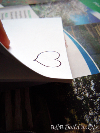 draw a heart on a post-it for a cheap hand drawn sticker @ BandBBuildALife.com
