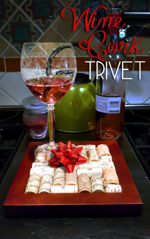 Wine Cork Trivet @ BandBBuildALife.com