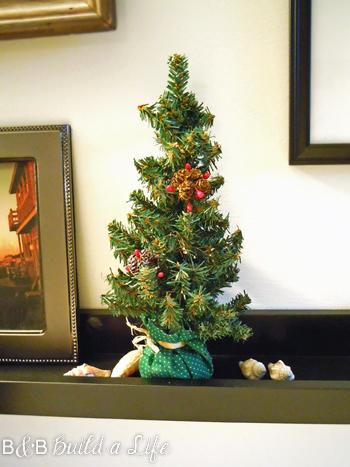 mini christmas trees @ BandBBuildALife.com