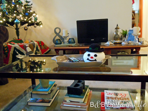 christmas coffee table decor @ BandBBuildALife.com