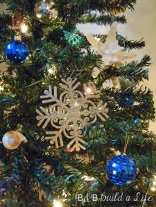 ornaments on the christmas tree @ BandBBuildALife.com