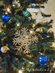 ornaments on the christmas tree @ BandBBuildALife.com