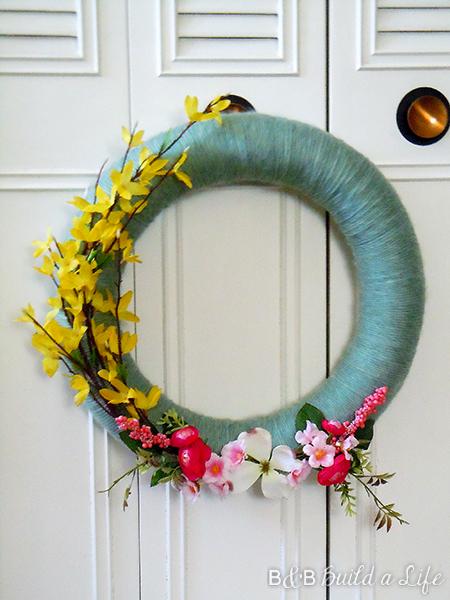 spring wreath @ BandBBuildALife.com