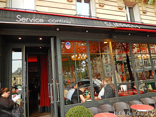 french cafe in Paris @ BandBBuildALife.com
