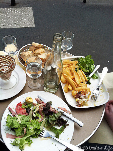 cafe lunch in paris @ BandBBuildALife.com