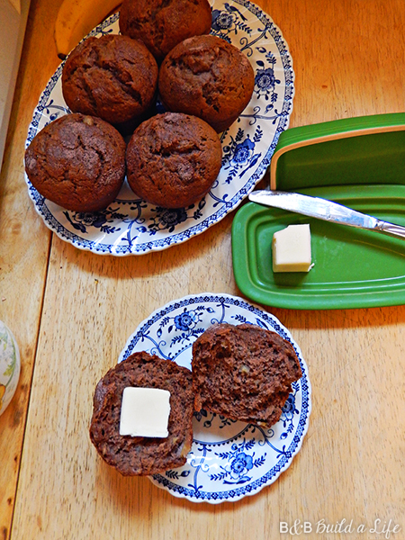 hot cocoa banana muffins @ BandBBuildALife.com