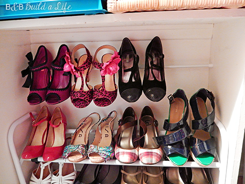 organizing shoes in a glam closet at BandBBuildALife.com