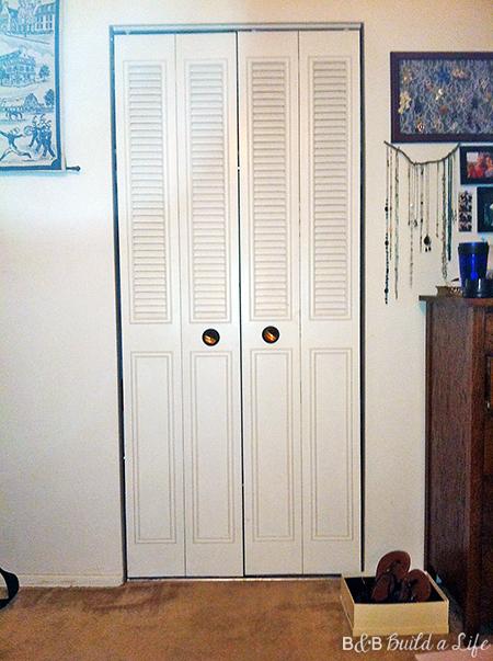tiny closet at bandbbuildalife.com
