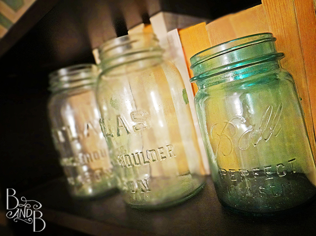 antique blue mason jar thrifting at BandBBuildALife.com