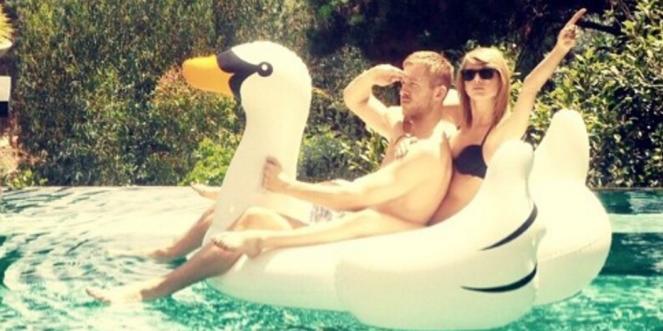 taylor swift floating swan pool decoration