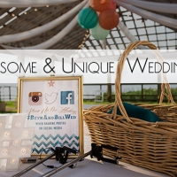 7 Awesome & Unique Wedding Signs